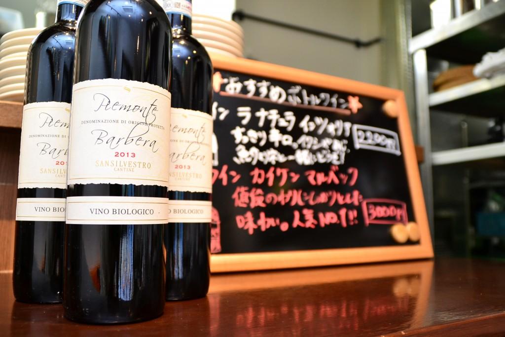 「ビール感覚で楽しんでほしい」と、他店に負けない価格でワインを提供