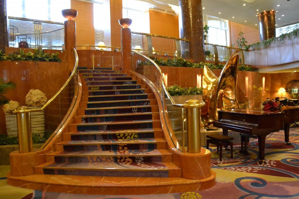 冒頭の写真で使われた、同ホテルロビーの様子