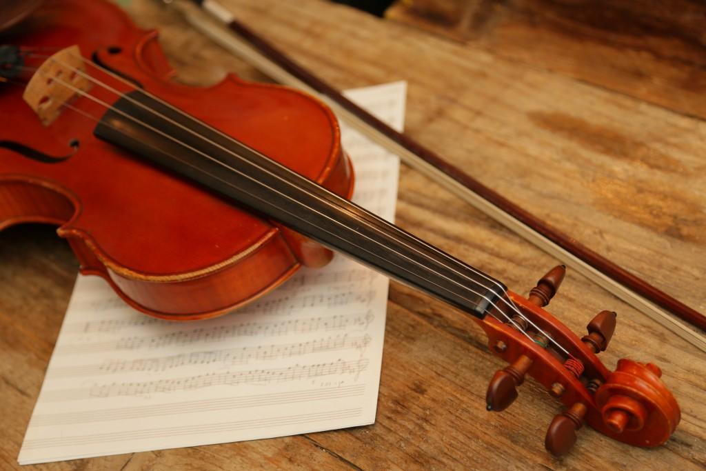バイオリンが彼女を呼んでいたのか、 不思議な運命が、後の人生を大きく左右していく